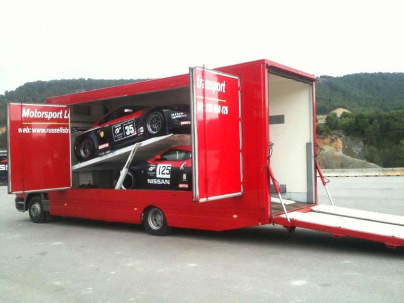 specialist covered car transport 3 nissan race cars to barcelona spain. Black Bedroom Furniture Sets. Home Design Ideas